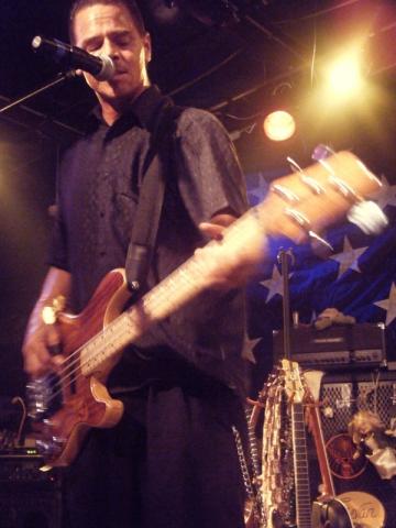 blur bass